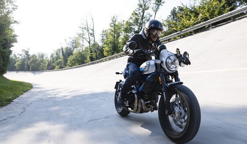 Ducati Scrambler Café Racer lleno