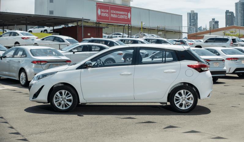 Certificado Toyota Yaris Hatchback 2020   CZ9976 lleno